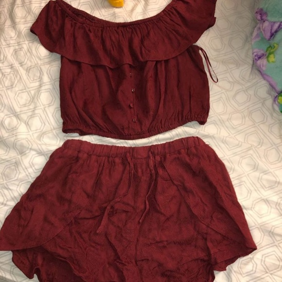 Tilly's Other - 2 piece set...Off the shoulder top & shorts.